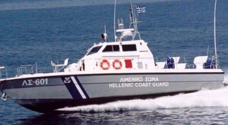 Στην Αλεξανδρούπολη μεταφέρονται με πλωτό του Λιμενικού οι 29 πρόσφυγες που εντοπίστηκαν σε λέμβο