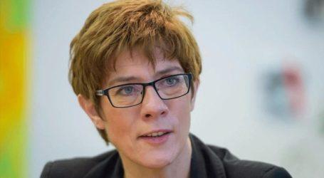 Η Καρενμπάουερ απειλεί τον Όρμπαν με διακοπή επαφών σε κομματικό επίπεδο