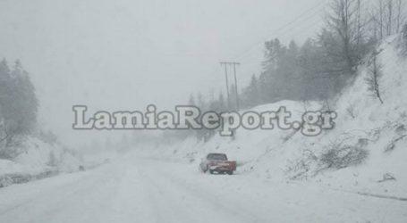 Σφοδρή χιονόπτωση στο Καρπενήσι