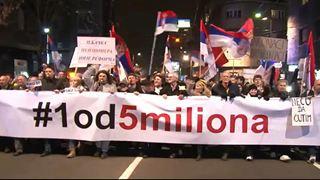 Οι διαδηλώσεις εναντίον του Βούτσιτς συνεχίστηκαν για 12η εβδομάδα