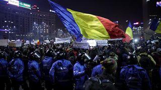 Χιλιάδες πολίτες στους δρόμους για να υπερασπισθούν το κράτος δικαίου