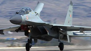 Iνδικό στρατιωτικό αεροσκάφος αναχαιτίστηκε στο πακιστανικό τμήμα του Κασμίρ