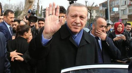 «Happy birthday Mr. President» εύχονται «αυθόρμητα» οι πολίτες στον Ταγίπ Ερντογάν