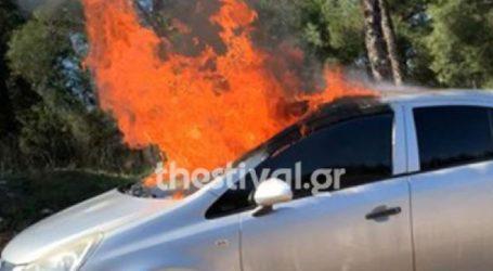 Νεκρός οδηγός οχήματος που καίγεται