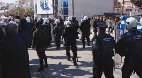 Τέσσερις αστυνομικοί τραυματίες και ένας πολίτης στα επεισόδια στην Πτολεμαΐδα