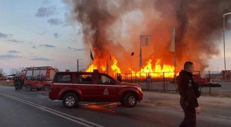 Ολοκληρωτική η καταστροφή στο εργοστάσιο ξυλείας από τη φωτιά