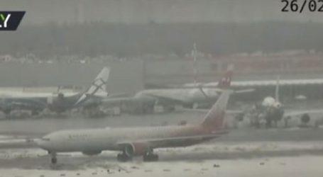 Αεροσκάφος κάνει «πατινάζ» στον διάδρομο μετά την προσγείωση