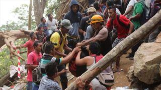 Τουλάχιστον έξι νεκροί και δεκάδες αγνοούμενοι μετά την κατάρρευση παράνομου χρυσωρυχείου