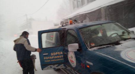 Επιχείρηση στα χιόνια για τη μεταφορά οικογένειας με βρέφος στο Πήλιο [εικόνες]