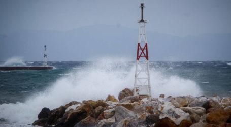 Λιμεναρχείο Βόλου: Συνεχίζονται οι θυελλώδεις άνεμοι στη Μαγνησία
