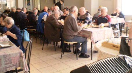 Γεύμα αγάπης από τους Παιδικούς Σταθμούς στο Γηροκομείο Λάρισας