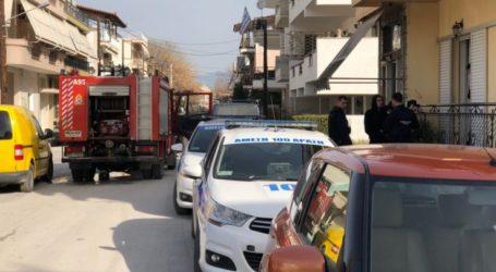 Στο πόδι η γειτονιά της Νεάπολης στη Λάρισα από φωτιά σε σπίτι (Φωτό)