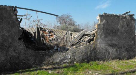 Κίνδυνος από ετοιμόρροπο κτίσμα με ελενίτ σε χωριό της Αγιάς