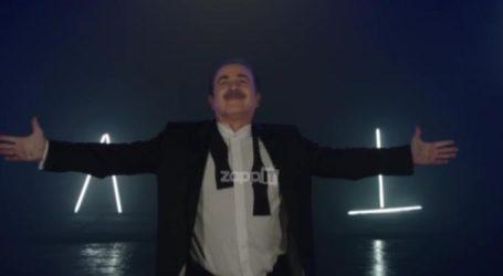 Λάκης Λαζόπουλος: Η επίσημη ανακοίνωση του Open και το τρέιλερ για το Αλ Τσαντίρι Νιούζ