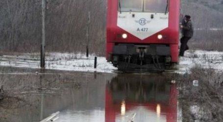 Πάνω από 200 άτομα, αναμεσά τους και Λαρισαίοι αποκλεισμένα σε τρένο στην περιοχή του Δομοκού