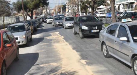 Τροχαίο στο κέντρο της Λάρισας: Στο νοσοκομείο 30χρονος κούριερ – Δείτε φωτογραφίες