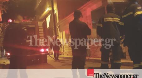 ΤΩΡΑ: Φωτιά σε μονοκατοικία στον Βόλο [εικόνες και βίντεο]