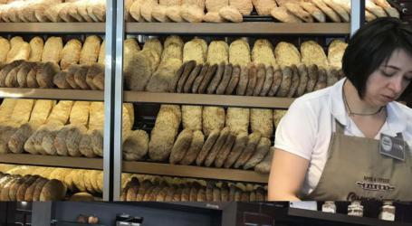 Γέμισαν τα αρτοποιεία οι Λαρισαίοι για την παραδοσιακή λαγάνα (φωτό)