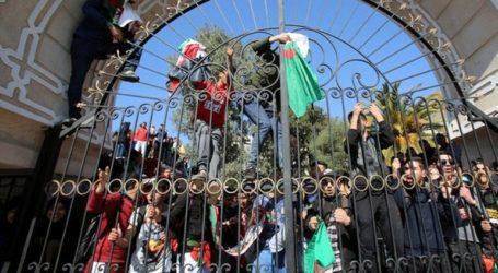 Συνεχίζουν τις αντικυβερνητικές διαδηλώσεις οι φοιτητές