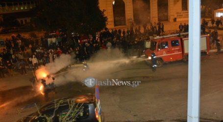 Επεισόδια στο κέντρο των Χανίων από «καρναβαλιστές» που έβαλαν φωτιές σε κάδους