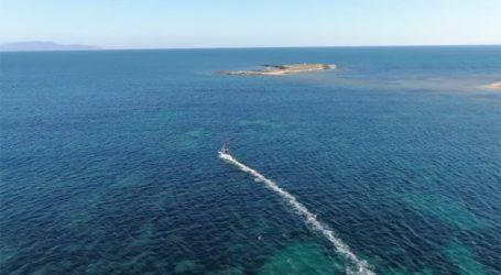 Εναέρια πλάνα από θαλάσσια σπορ στις παραλίες της Αρτέμιδας