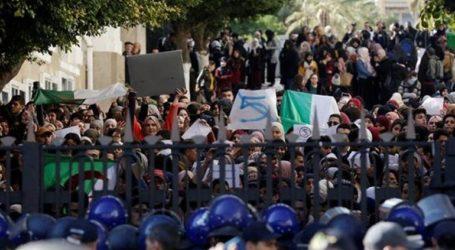 Τουλάχιστον 63 τραυματίες και 45 συλλήψεις στις συγκρούσεις μεταξύ νεαρών διαδηλωτών και αστυνομικών
