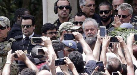 Ο πρώην πρόεδρος Λούλα διακήρυξε εκ νέου την αθωότητά του στην κηδεία του εγγονού του