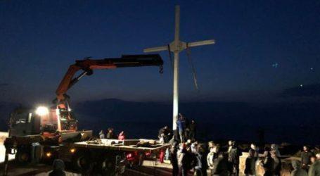 Ελεύθεροι μετά την απολογία τους οι κατηγορούμενοι για την ύψωση σταυρού