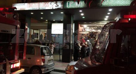 Αναστάτωση στο θέατρο Χορν από καπνό σε φωταγωγό