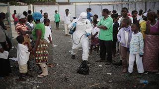 Άνοιξε το κέντρο αντιμετώπισης της επιδημίας του Έμπολα, έπειτα από τις πρόσφατες επιθέσεις