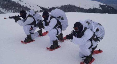 Ρίψεις χειροβομβίδων και οπλοβομβίδων από τους Ευέλπιδες κατά τη διάρκεια της χειμερινής εκπαίδευσης