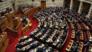 Στη Βουλή το πολυνομοσχέδιο για ΟΤΑ, ισότητα φύλων και ιθαγένεια