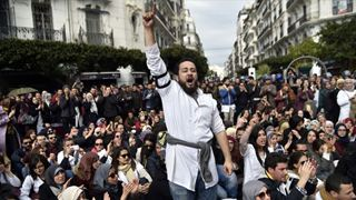 Xιλιάδες διαδηλωτές στο κέντρο του Αλγερίου