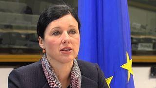 «Καλώ τα κράτη-μέλη να παρουσιάσουν περισσότερες γυναίκες υποψήφιες ως μελλοντικές επιτρόπους»