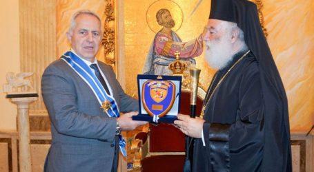 Με τον Μεγαλόσταυρο του Αποστόλου Μάρκου παρασημοφόρησε ο Πατριάρχης Αλεξανδρείας τον Ευ. Αποστολάκη