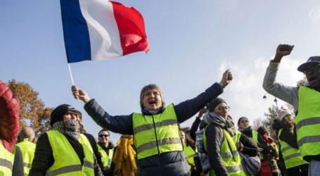 Τα «κίτρινα γιλέκα» συγκεντρώνονται στο κέντρο του Παρισιού για 17ο συνεχόμενο Σαββατοκύριακο
