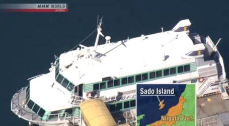 87 τραυματίες από την σύγκρουση ενός φέρι με μία φάλαινα