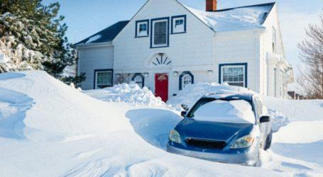 Ηλικιωμένος εγκλωβίστηκε για πολλές εβδομάδες στο σπίτι του από το συσσωρευμένο χιόνι