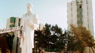 Διαδήλωση στην πόλη Νταράα για την επανατοποθέτηση αγάλματος του Χάφεζ αλ Άσαντ