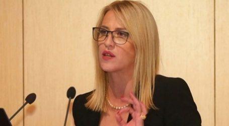 Η στοχοποίηση γυναικών που ασκούν δημόσια καθήκοντα υποβαθμίζει τον πολιτικό μας πολιτισμό