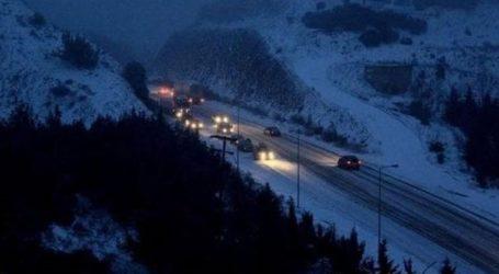 Έντονη χιονόπτωση και εγκλωβισμένα οχήματα προς Δομοκό