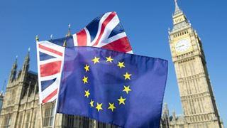 Οι συνέπειες μιας αποχώρησης χωρίς συμφωνία για τη βρετανική οικονομία θα είναι οδυνηρές