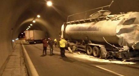 Τροχαίο ατύχημα ανάμεσα σε νταλίκα και μπετονιέρα σε τούνελ της Εγνατίας Οδού