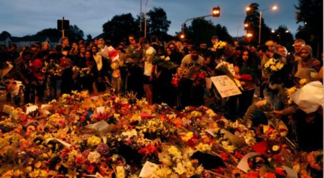 Χιλιάδες άνθρωποι θρηνούν και προσεύχονται για τα θύματα των δύο επιθέσεων στο Κράιστσερτς