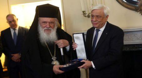 Παρασημοφόρηση Αρχιεπισκόπου Ιερώνυμου από τον ΠτΔ με τον Μεγαλόσταυρο του Τάγματος της Τιμής
