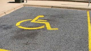 Τοποθετείται «ηλεκτρονικό μάτι» στις θέσεις στάθμευσης ΑμεΑ