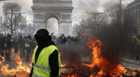 Απαγόρευση διαδηλώσεων και καρατόμηση του αρχηγού της αστυνομίας