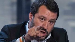 Ο Μ. Σαλβίνι απευθύνει νέα προειδοποίηση προς τις ΜΚΟ