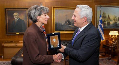 Συνάντηση του ΥΠΕΘΑ Ευάγγελου Αποστολάκη με την Πρέσβη του Ηνωμένου Βασιλείου