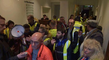 Διαδηλωτές με κίτρινα γιλέκα εισέβαλαν στο γραφείο του Γενικού Εισαγγελέα